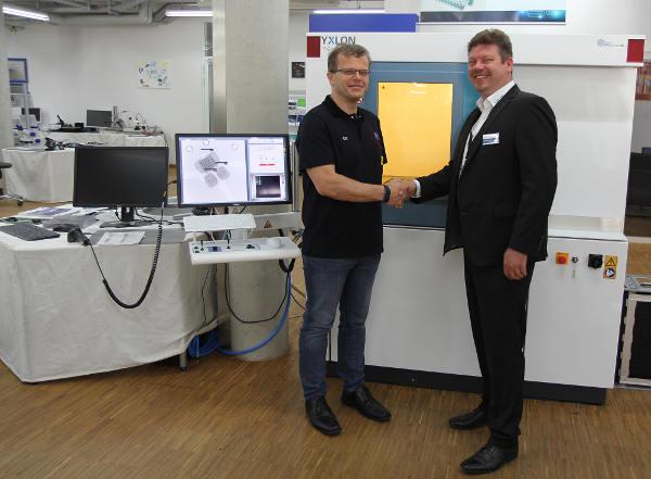 YXLON Cheetah µHD con tomografía computarizada (TC) 3D para el análisis de módulos